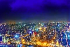 Nattsiktsskyskrapor, stadsbyggnad av Pudong, Shanghai, Kina Royaltyfria Bilder