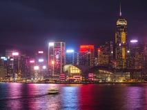 Nattsiktsvictoria hamn i Hong Kong royaltyfria bilder