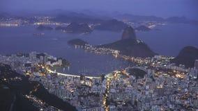 Nattskott av Botafogo och Mt Sugarloaf i Rio De Janeiro stock video
