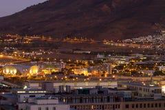Nattskott av Cape Town in mot tabellberget Arkivbild