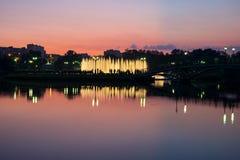 Nattspringbrunn i parkera Royaltyfria Foton