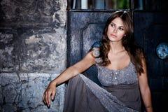 nattståendekvinna royaltyfri fotografi