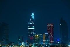 Nattstad av Saigon som är i stadens centrum Royaltyfria Bilder
