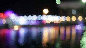 Nattstad med färgrika lyktor Bokeh stock video