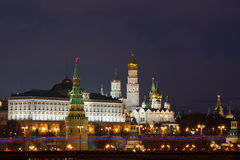 Nattstad, MoskvaKreml på natten Arkivfoto