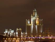 Nattstad, Moskvaskyskrapa Arkivbild