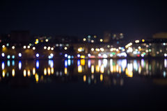 Nattstadsbokeh Ut fokustrafik Arkivbild