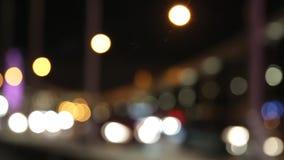Nattstadsljus och trafikbakgrund Ut ur fokus lager videofilmer