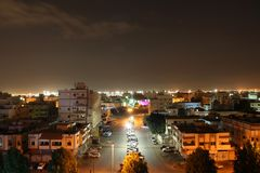 Nattstadsscape av den Jeddah staden Saudiarabien almarwah Arkivfoto