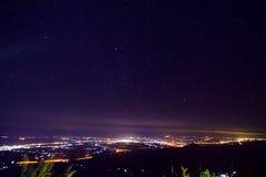 Nattstadsscapen Royaltyfri Bild