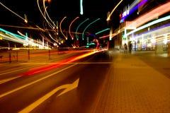 Nattstadstrafikljus Arkivbilder