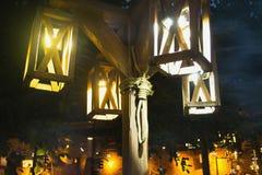 Nattstolpelampor av trä Fotografering för Bildbyråer