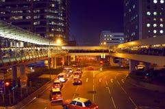 Natttaxi på Hong Kong Royaltyfria Bilder