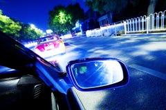 Natttrafik, for från fönstret av rusar bilen arkivbilder