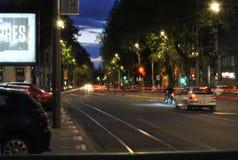 Natttrafik i Belgrade Arkivbild