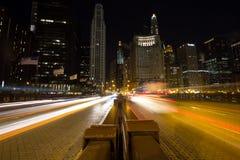 Natttrafik i Chicago Royaltyfri Bild