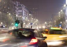 Natttrafik i den Bucharest staden Fotografering för Bildbyråer