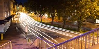 Natttrafik i giessen Tyskland royaltyfri fotografi