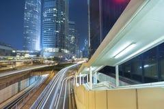 Natttrafik i midtown Arkivbilder