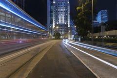 Natttrafik i midtown Royaltyfri Bild