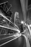 Natttrafik i midtown Arkivfoton
