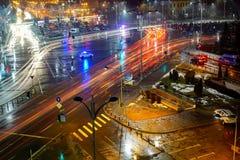 Natttrafik i mitt av Bucharest Royaltyfri Fotografi