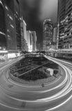 Natttrafik i stads- stad Arkivfoto