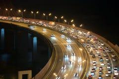 Natttrafik på huvudvägen Arkivbilder