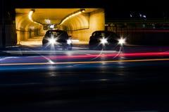 Natttrafik på stadsgator Fotografering för Bildbyråer