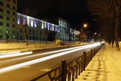 Nattväg och ljusa linjer Royaltyfria Bilder