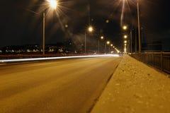 Nattväg och ljusa linjer Arkivbild