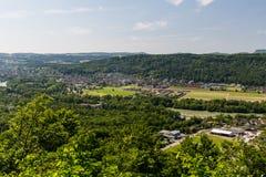 Natur übersehen mit Flüssen in der Schweiz Lizenzfreie Stockfotos
