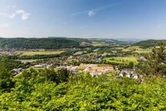 Natur übersehen mit Flüssen in der Schweiz Lizenzfreie Stockbilder