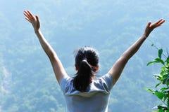 Natur geben Frau frei Lizenzfreie Stockbilder