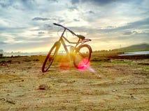Natur gegen Zyklus Stockbild