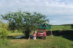 Natur och läger med tälttaket Fotografering för Bildbyråer