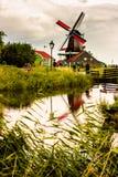 Natur och väderkvarnar i Zaanse Schans, norr Holland, Netherland arkivfoto