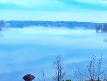 Natur vatten, dimma, landskap, fjärd arkivbild
