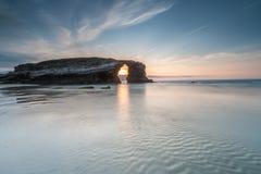 Natur wird auf dem Strand der Kathedralen schön stockfoto