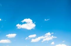 natura abstrakt bielu niebieskiego nieba i chmury tło fotografia stock