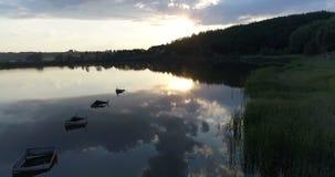 Natura aerea di tramonto del lago del fuco stock footage
