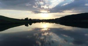 Natura aerea di tramonto del lago del fuco archivi video