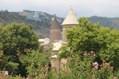 Natura blisko kościół w Tbilisi mieście zdjęcie stock