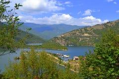 Natura del lago della montagna di Balcani Immagine Stock