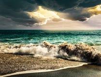 Natura del paesaggio della tempesta del mare con la tempesta della nuvola del raggio di sole Fotografia Stock