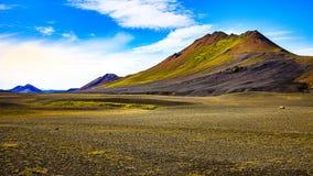 Natura dell'Islanda - montagne vulcanic variopinte fotografie stock libere da diritti