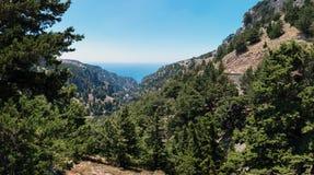 Natura della montagna dell'isola di Creta vicino alla città di Chora Sfakion alla parte del sud dell'isola Fotografie Stock Libere da Diritti