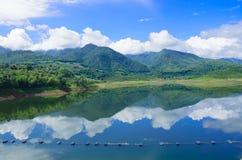 Natura delle montagne e dell'acqua di vista in Tailandia del Nord fotografie stock libere da diritti