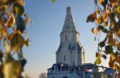 Natura di autunno ed architettura del parco di Kolomenskoye a Mosca fotografie stock