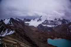 Natura di Kirgiz di zona del lago Kol dell'ala Immagini Stock